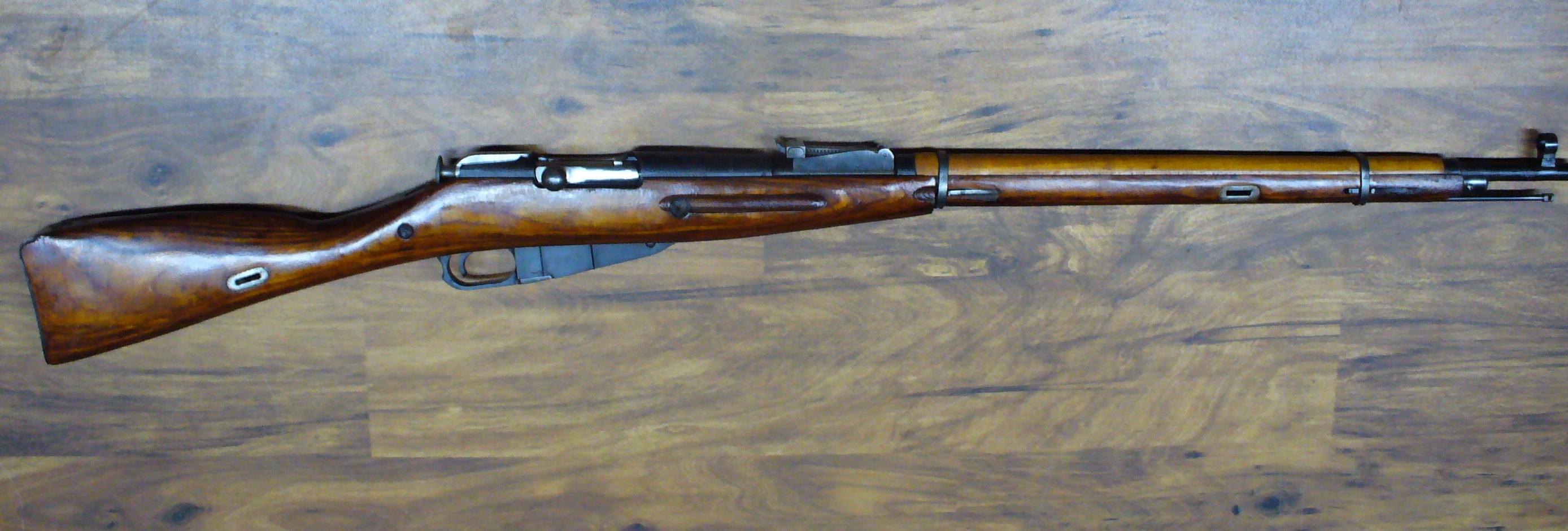 Opakovací puška Mosin  7,62 x 54 R       jedna rána od 15,-Kč   0,6 €