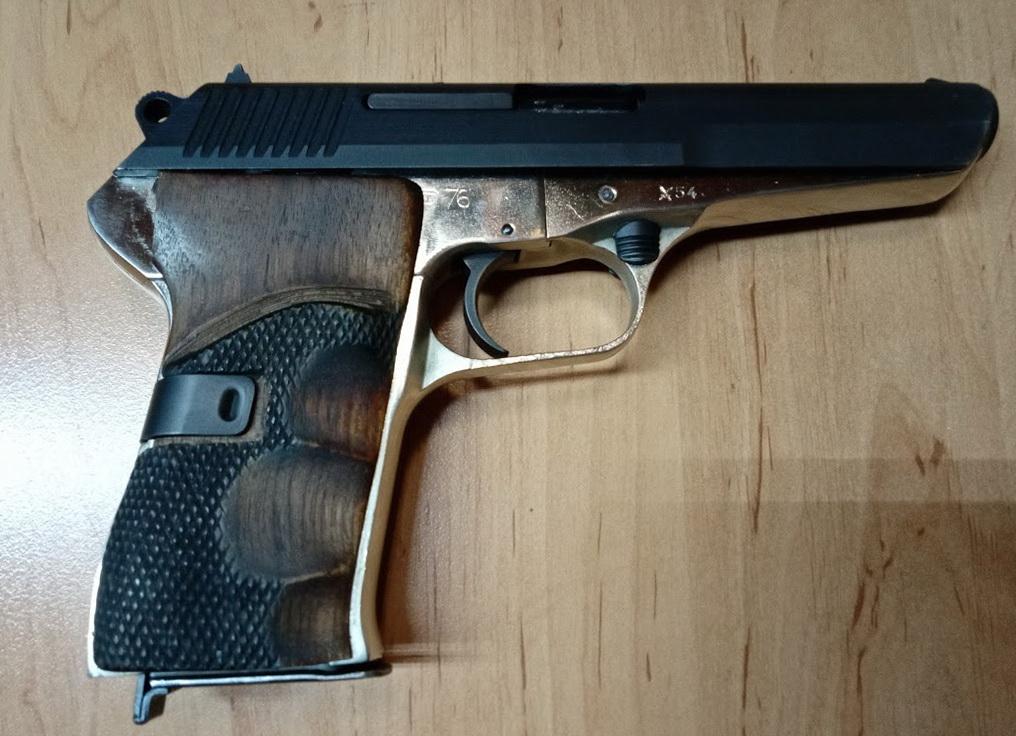 Pistole ČZ 52 7,62 Tokarev jedna rána od 10,- Kč 0,4  €